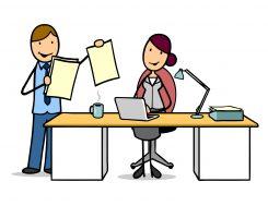 Geschäftsmann bei einem Vorstellungsgespräch im Büro am Schreibtisch
